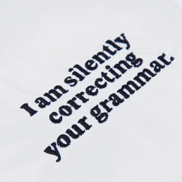 Camiseta · I am silently correcting your grammar